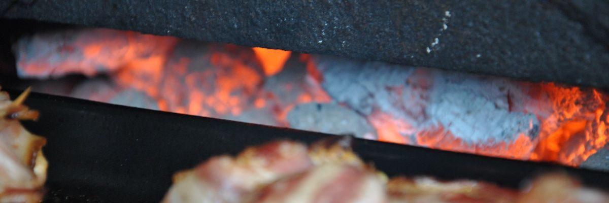 Gluehende Kohle Grillstation