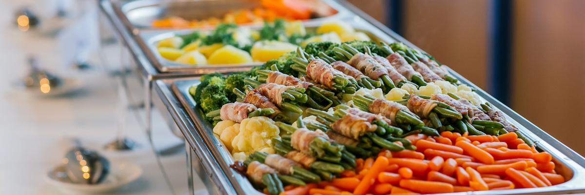 Warmes Buffet mit Gemüse